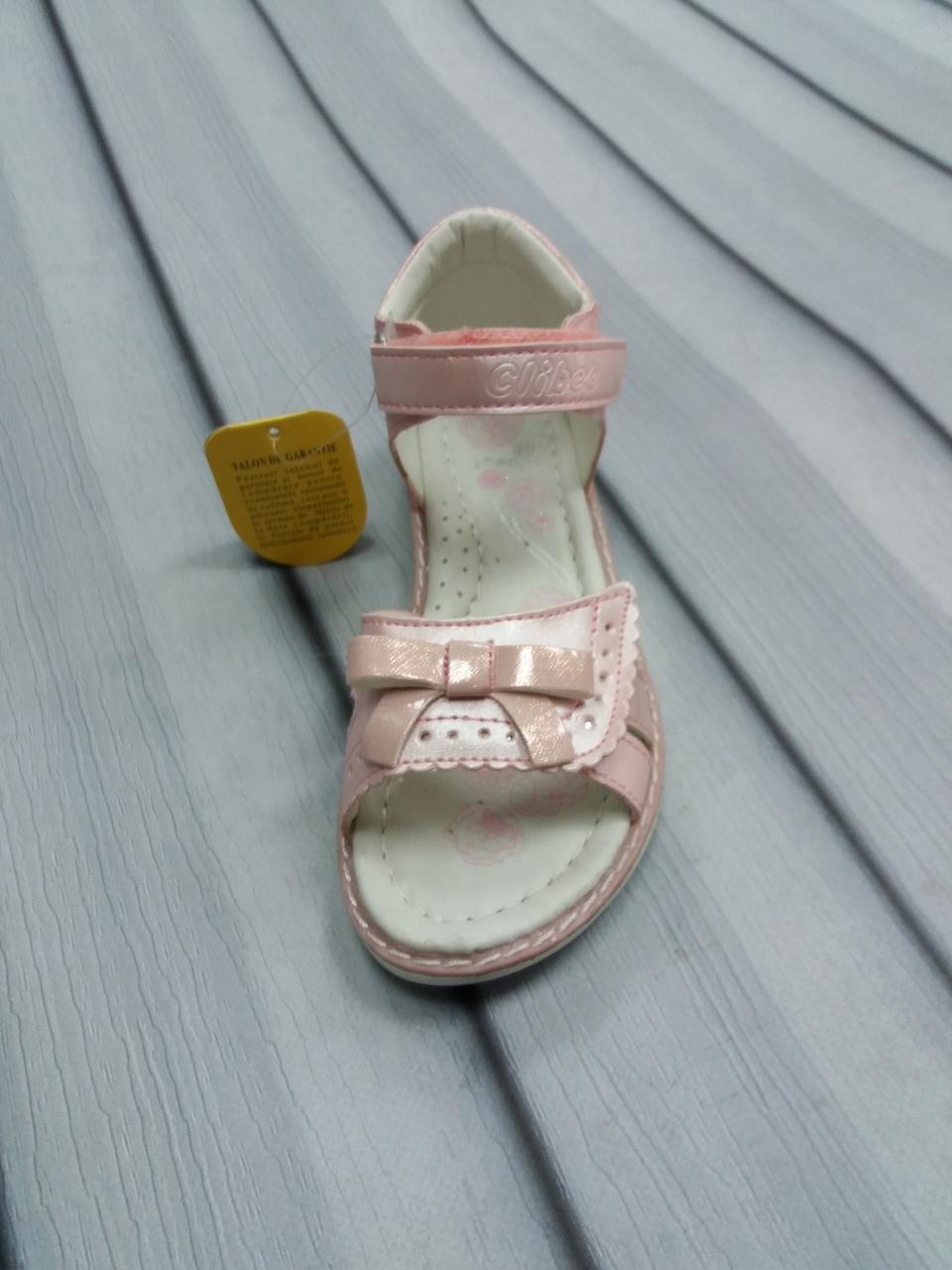 Нежно-розовые босоножки для девочки
