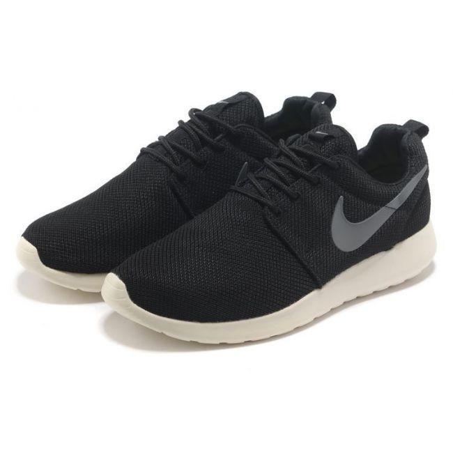 06b25762 Кроссовки мужские Nike Roshe Run Black&White