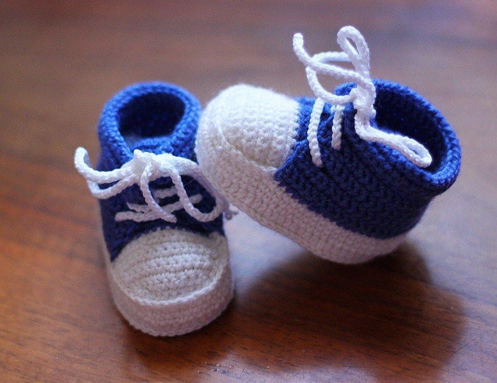 Вязание пинеток для новорожденных спицами и крючком. Простой мастер класс для начинающих