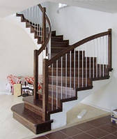 Лестница на черновом металлокаркасе