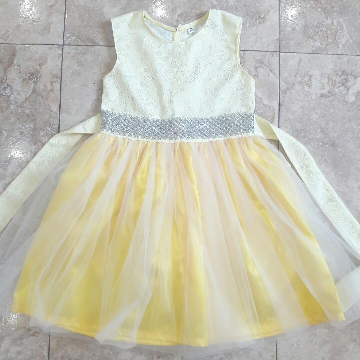 Нарядное желтое платье для девочки