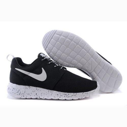 53234d2d Кроссовки женские Nike Roshe Run Black&White