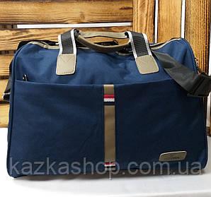 Дорожная сумка хорошего качества, среднего размера 42х28х19 см, плотный материал, ножки на дне сумки