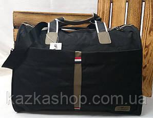 Дорожная сумка хорошего качества, среднего размера 48х34х22 см, плотный материал, ножки на дне сумки