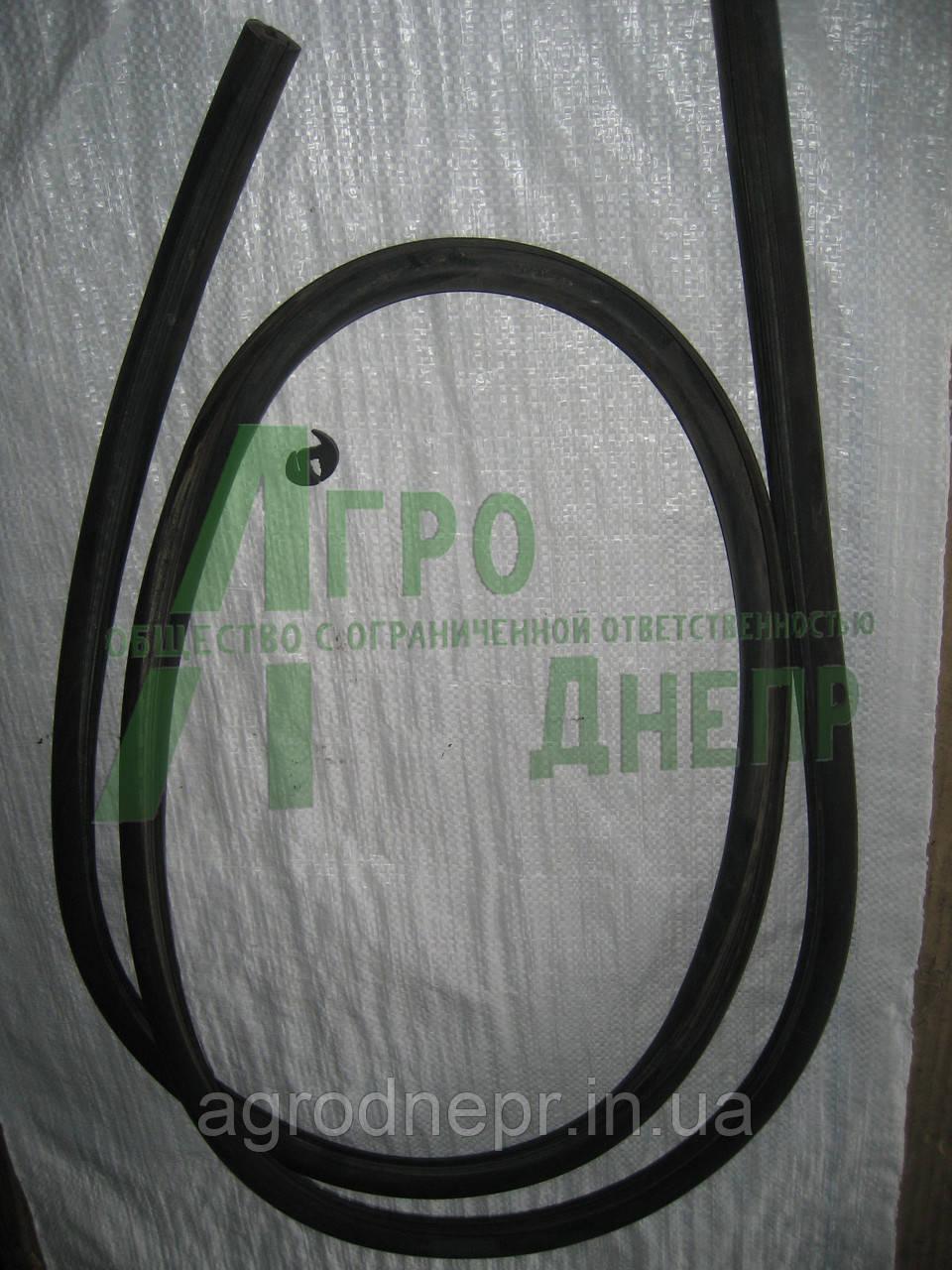Уплотнитель стекла бокового кабины ЮМЗ 45Т-6704031
