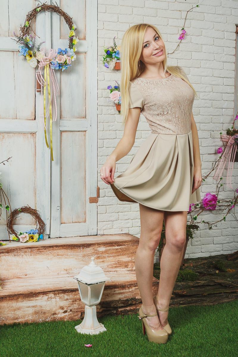 Платье женское короткое беж