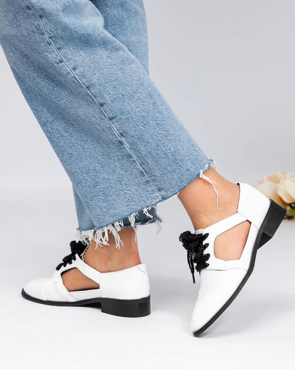 Женские белые Туфли открытые на шнуровке. Размер на 25.5 см