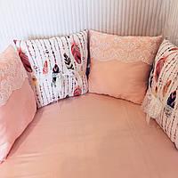 """Бортики-подушки зі зйомними чехлами в кругле ліжечко """"Пір'я"""". 7 шт.+простинь на резинці"""