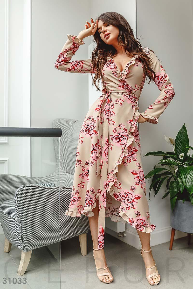 Цветочное платье на запах с оборками бежевое
