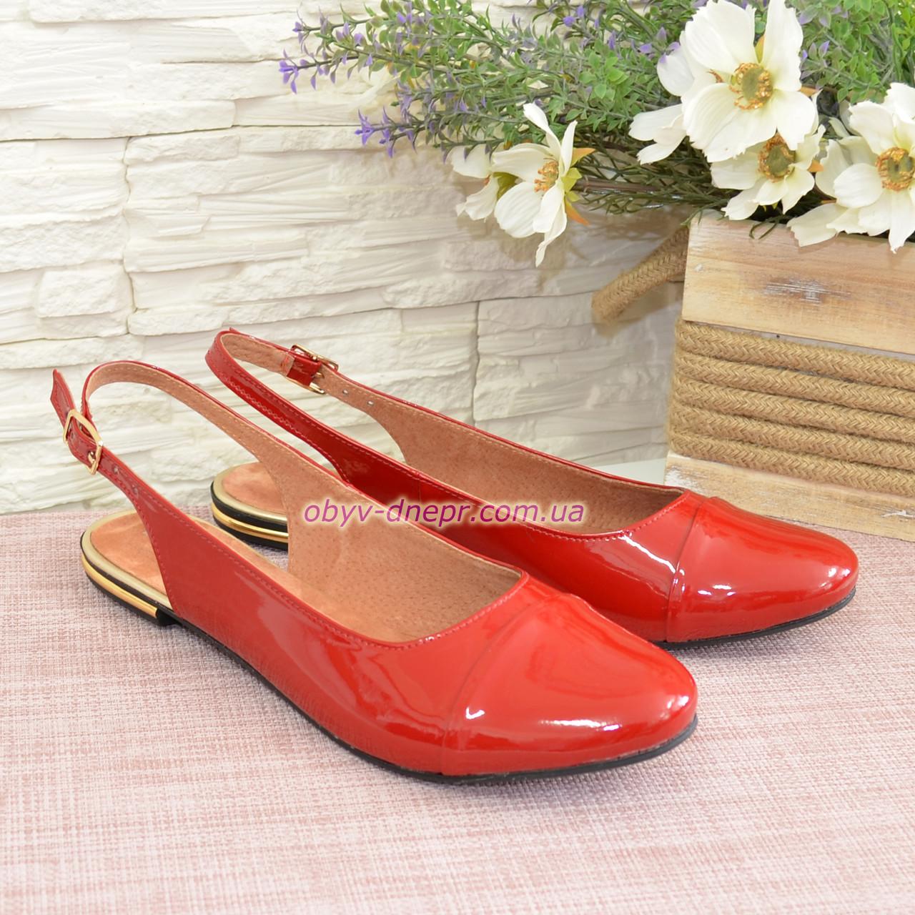 Женские лаковые босоножки с закрытым носком и открытой пяткой, цвет красный