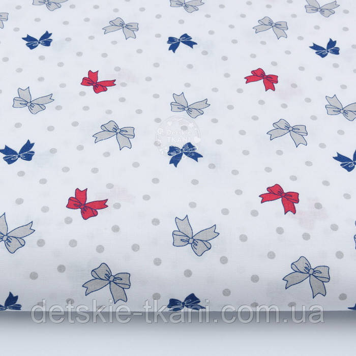 Ткань хлопковая с красными, синими и серыми бантиками на белом фоне № 426