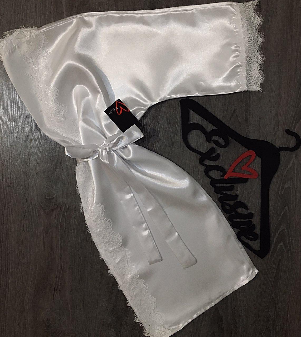 Домашний атласный халат с кружевом, белый.