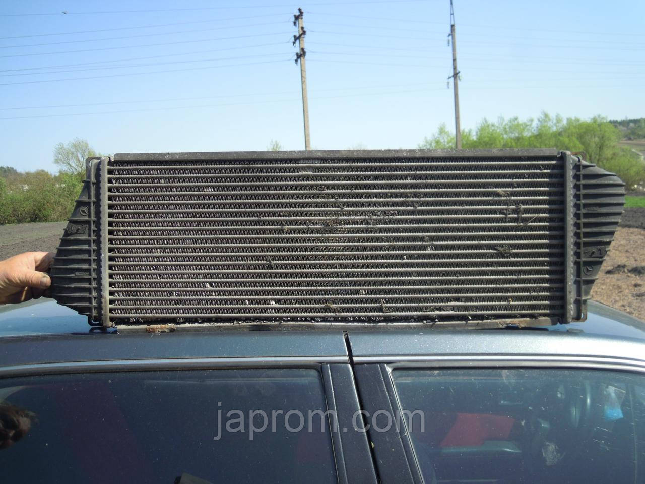 Радиатор интеркулера MERCEDES Sprinter W901-905 A9015010701 дефект