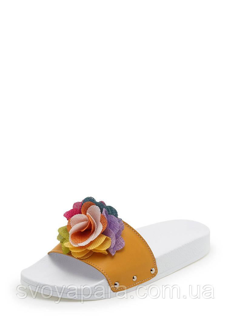 Шлёпанцы женские оранжевые из натуральной кожи декорированы оригинальным ярким цветком