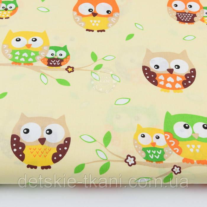 Ткань с цветными совами на бежевом фоне (№134).