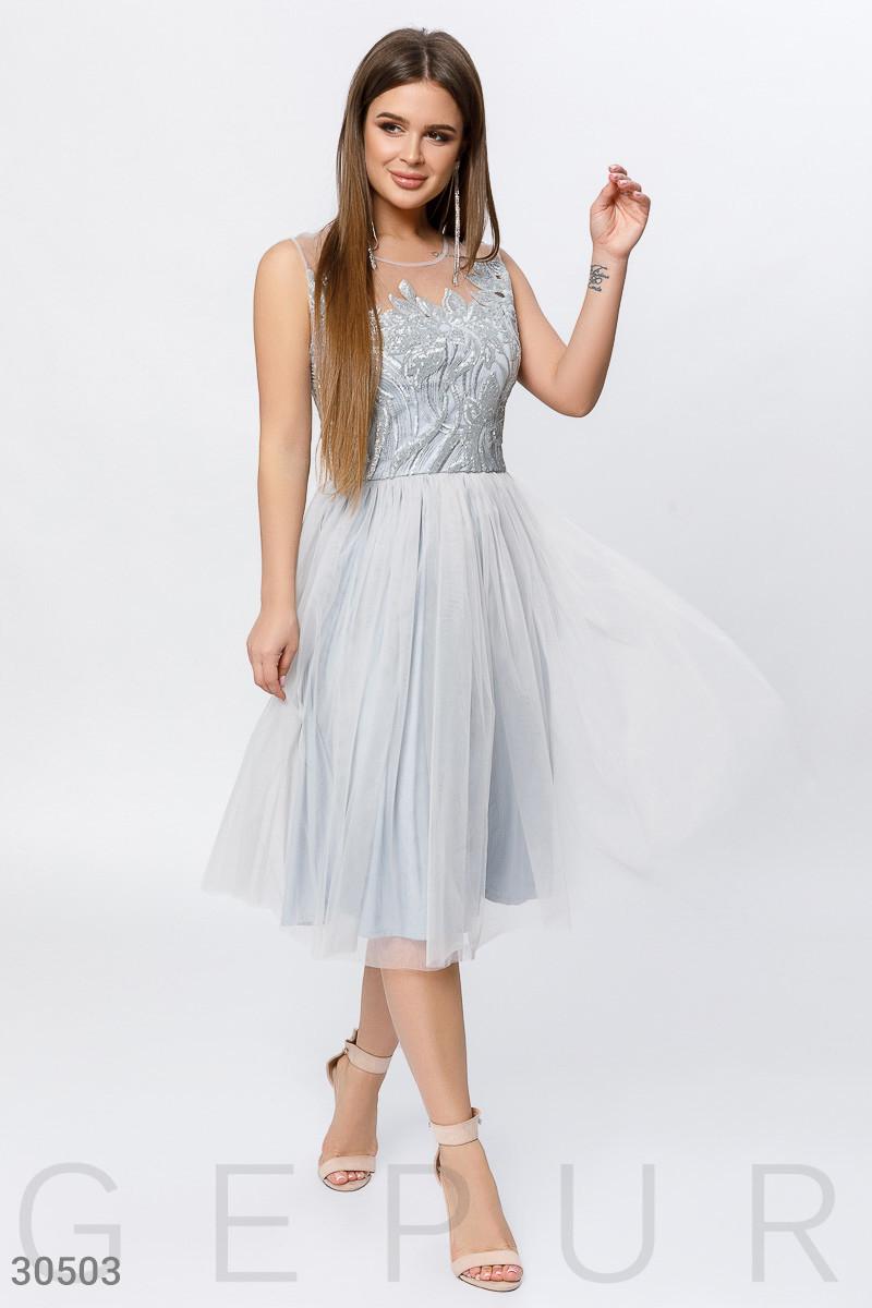 Воздушное платье миди с пайетками серебристого цвета
