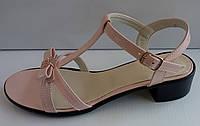 Босоножки женские на низком каблучке из натуральной кожи  от производителя модель ДИС174