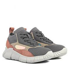 Street style: новый взгляд на женские кроссовки