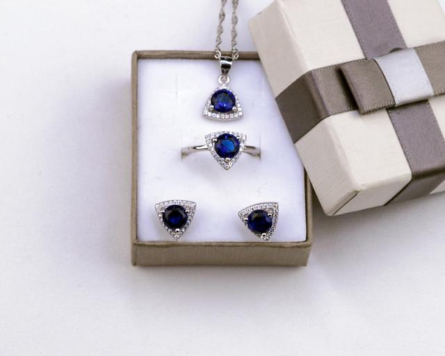 Комплект серебряных украшений с синим камнем