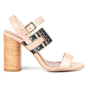 Женские босоножки 36-39 Woman's heel бежевые из натуральной кожи на широком и удобном каблуке