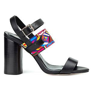 Босоножки черные женские 36-40 Woman's heel кожаные декорированы стильной и яркой резинкой