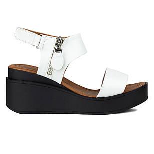 Босоножки белые 36-38 Woman's heel из натуральной кожи на невысокой танкетке