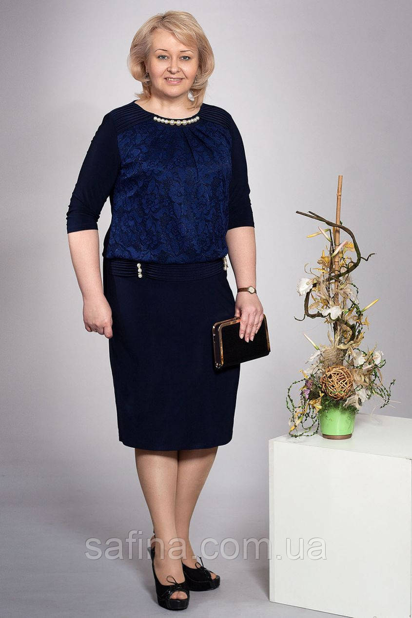 Синее платье с гипюромДаниэль