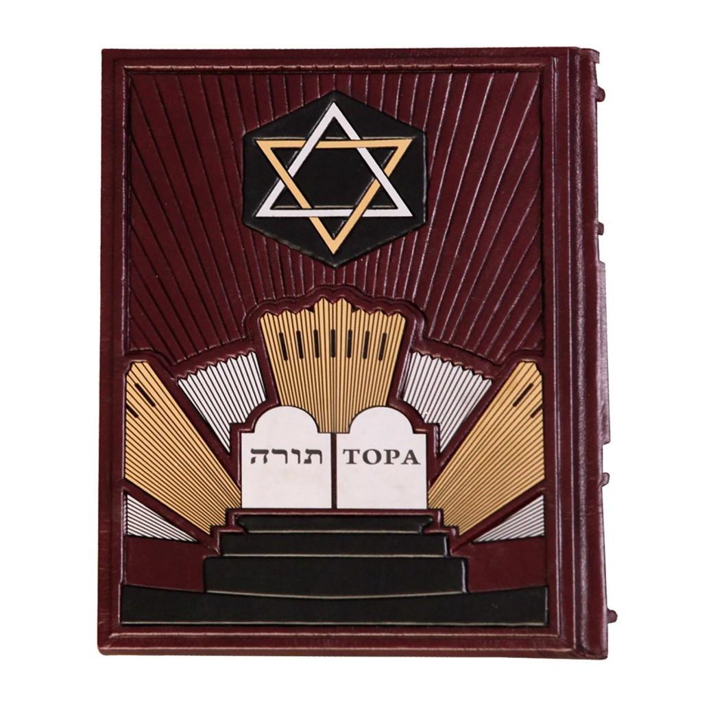 Тора в кожаном переплете и подарочном коробе украшена художественным тиснением и гравированной вставкой (М1)
