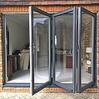 Алюминиевые раздвижные складывающиеся входные двери «Рейнарс» типа «гармошка» системы CF 77