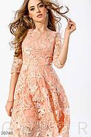 Вечернее платье с вышивкой а-силуэта кораллового цвета