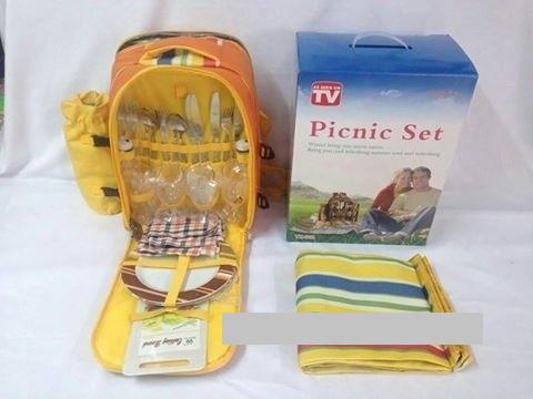 Набор пластиковой посуды для пикника Picnic Set YX-802 (на 4 персоны) - посуда для пикника