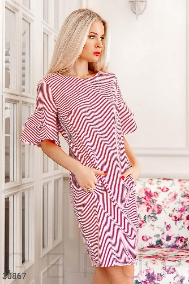 Прямое платье в вертикальную полоску красное
