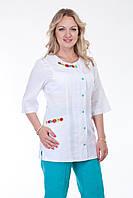 Костюм медицинский с модной вышивкой и бирюзовыми штанами