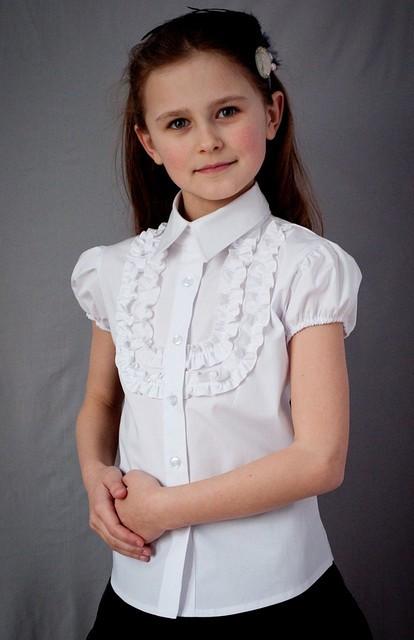 Школьная нарядная блузка на короткий рукав