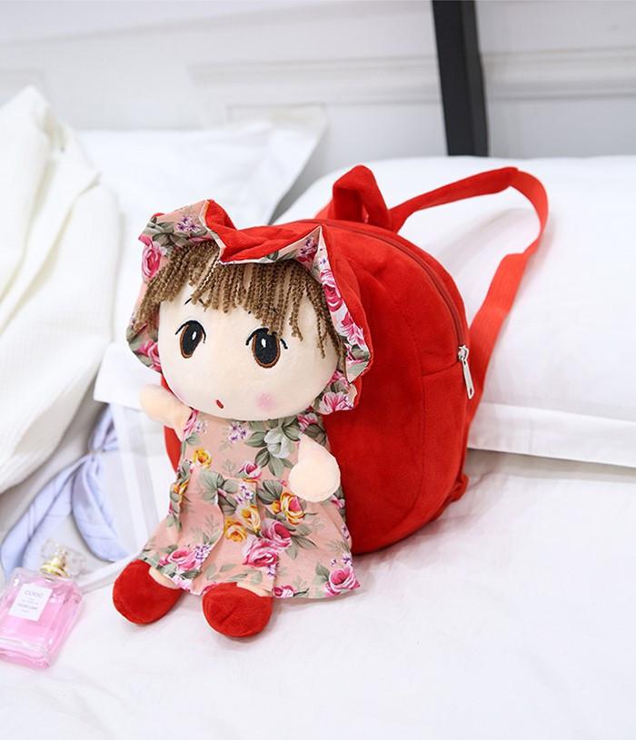 Красный рюкзак для маленькой девочки с куклой