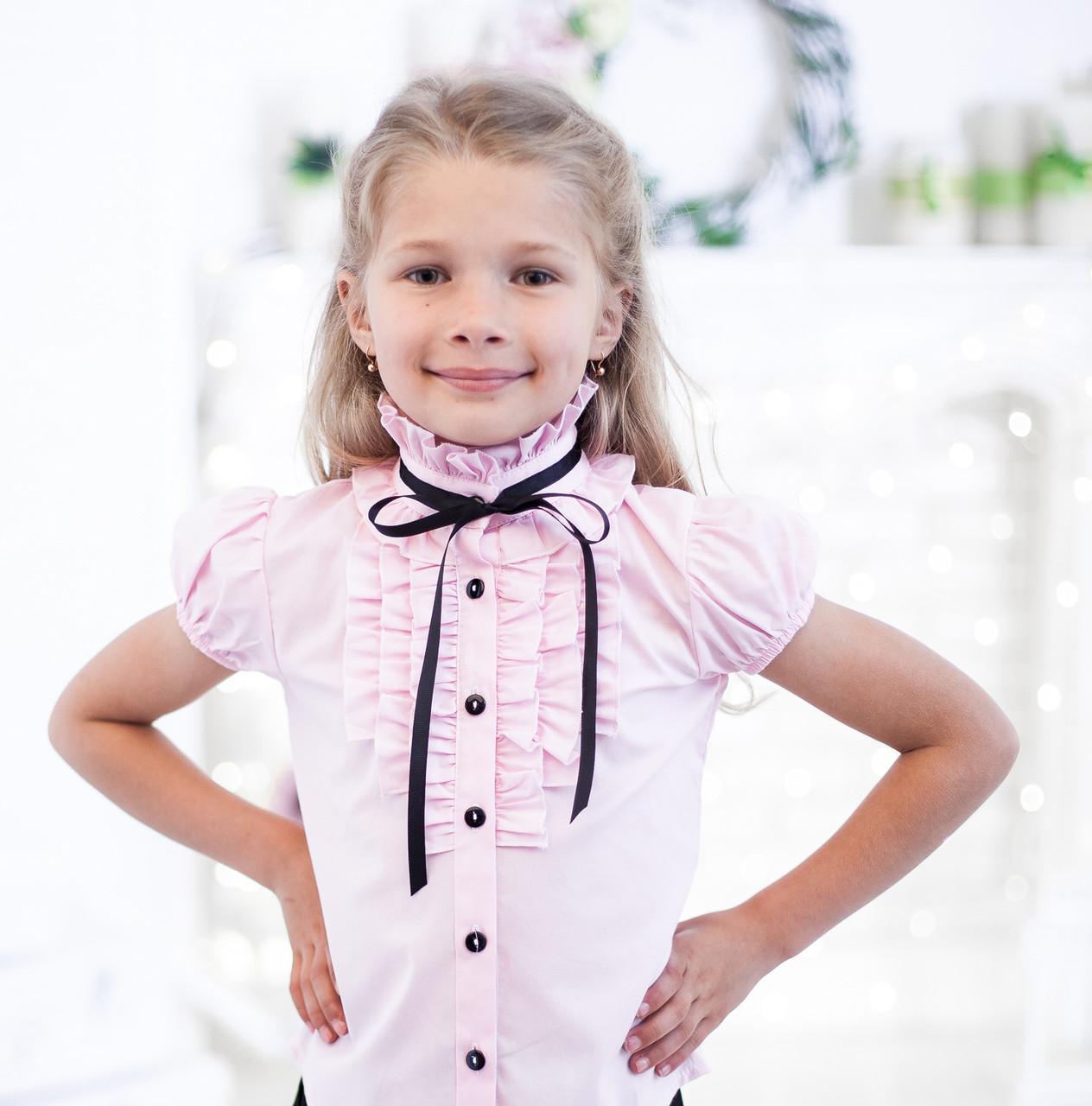Школьная розовая нарядная блузка с рюшами и чёрной лентой 134, розовый