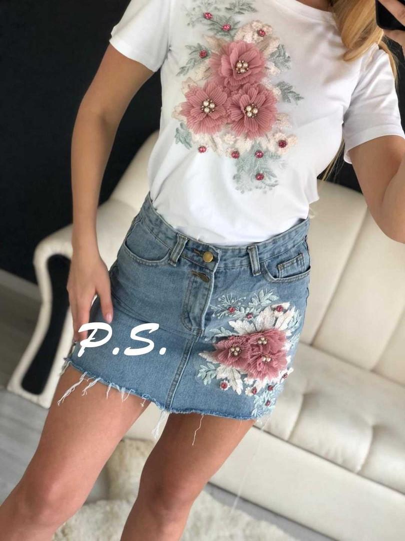 32863296f185a2 Костюм женский футболка и джинсовая юбка, объемные цветы - Женская одежда  магазин