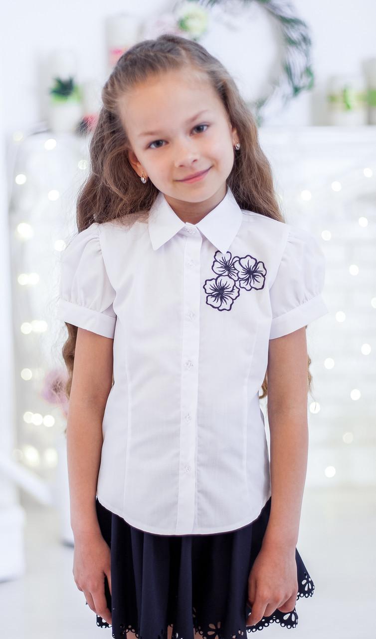Красивая школьная блузка с вышитыми цветочками короткий рукав 140