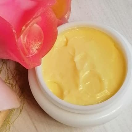 Омолаживающим и увлажняющий дневной крем для лица и области декольте с коэнзимомQ10 и маслом Маной де Таити