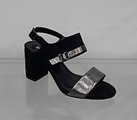 Нарядные женские босоножки на устойчивом каблуке