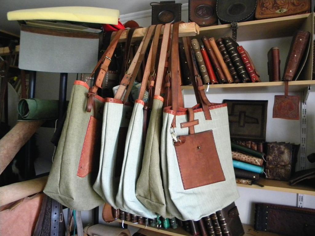 Пошив сумок из кожи - Кожаные изделия VELICHKO DESIGN в Киеве