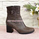 Ботинки демисезонные на устойчивом каблуке, декорированы ремешком, фото 3