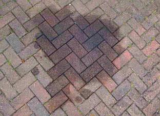 Как убрать пятна от нефтепродуктов (автомобильное масло, дизельное топливо) с тротуарной плитки