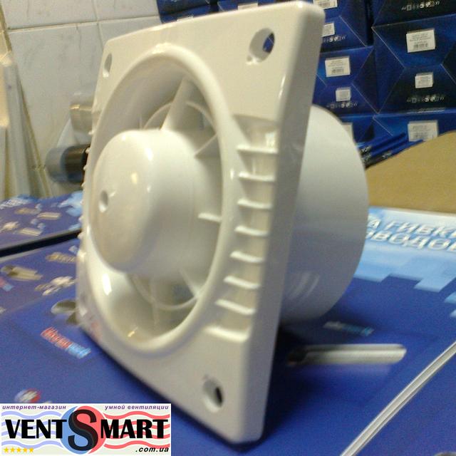 Фото вентилятора для вытяжной вентиляции в квартире, частном доме и офисе Колибри 100.