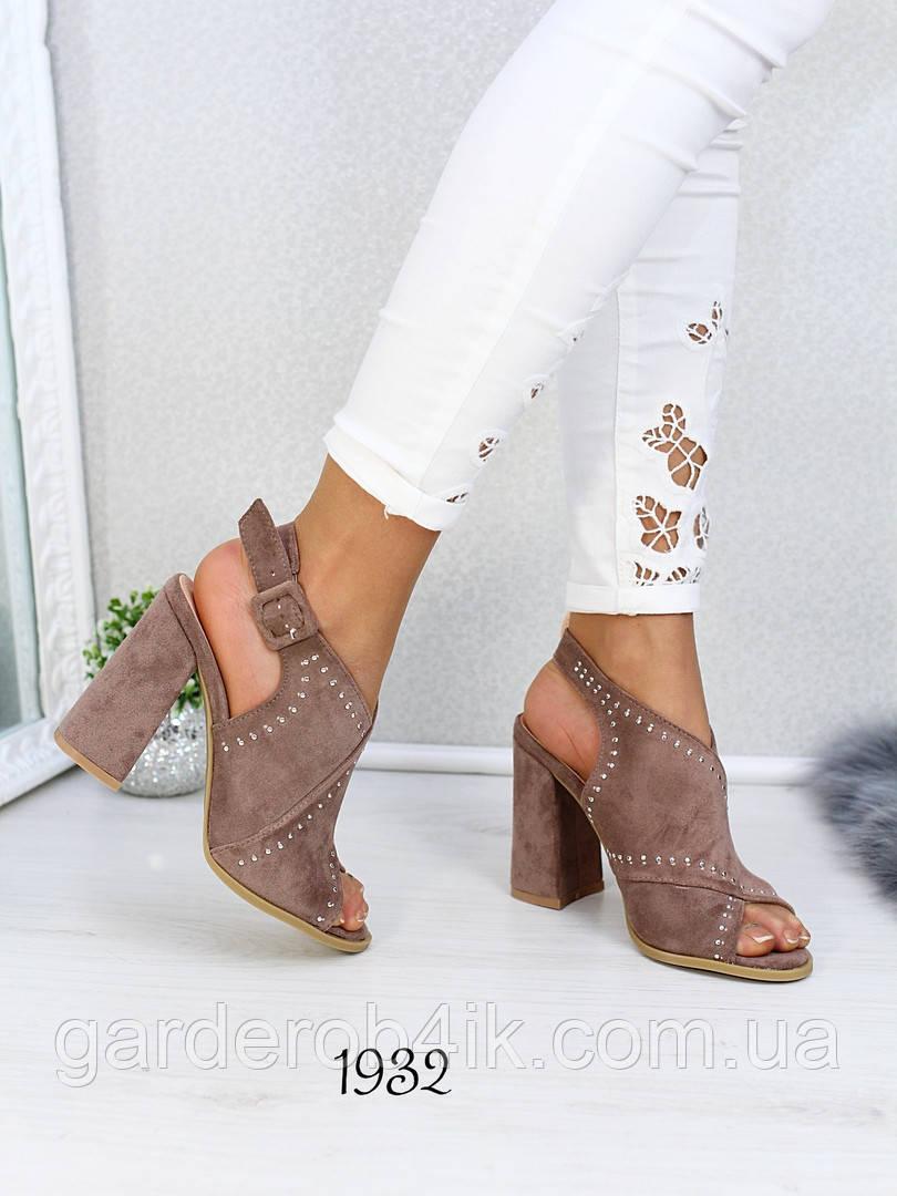 Нарядные женские босоножки на каблуке