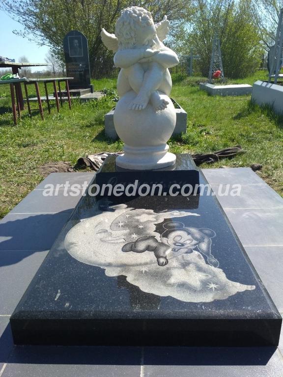 Памятник детский со скульптурой Ангел на шаре