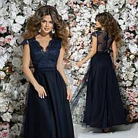 aae9c000c4a Женское приталенное платье в пол верх из гипюра с красивым декольте и  пышной юбкой из сетки