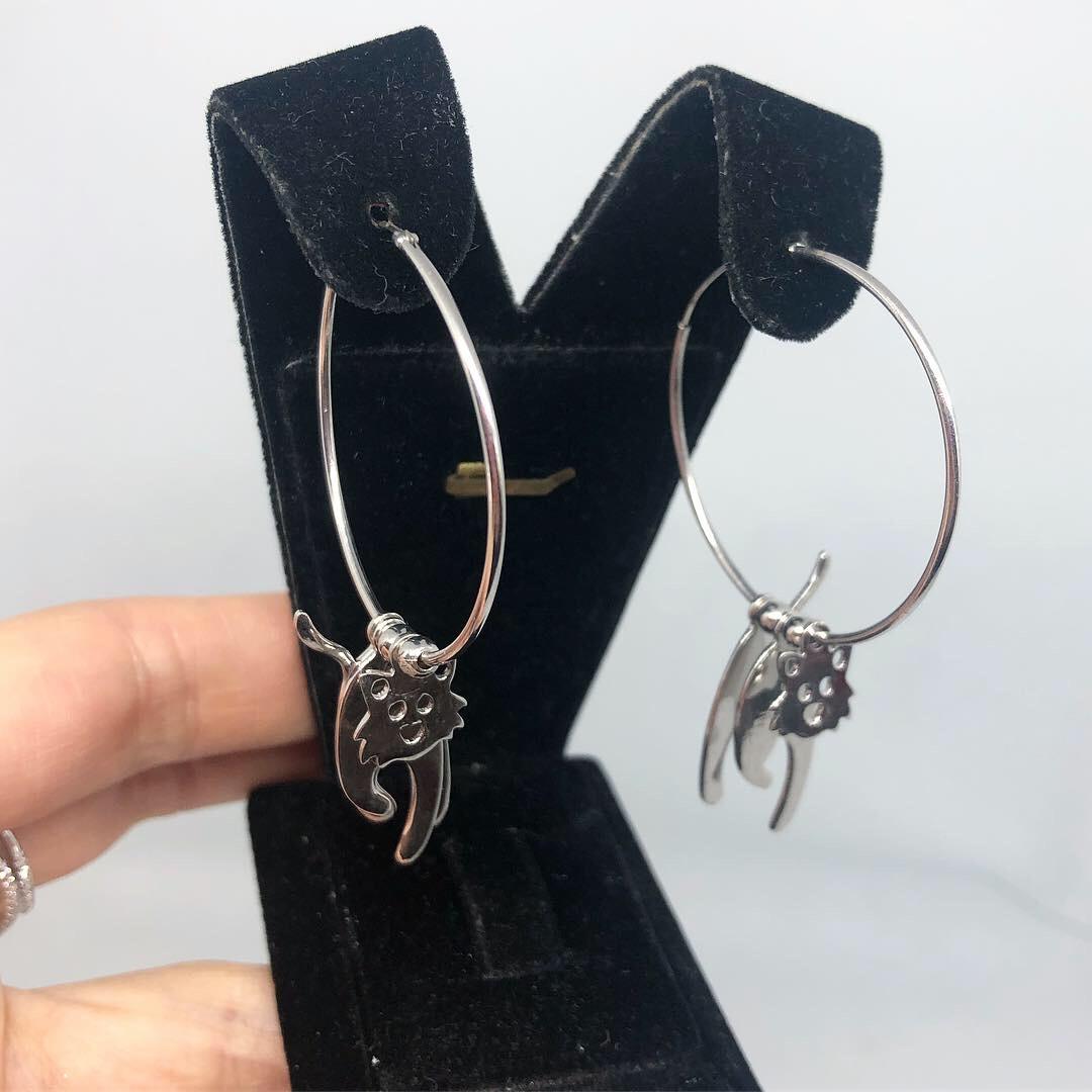 Серьги кольца из серебра 925 с декором - котик