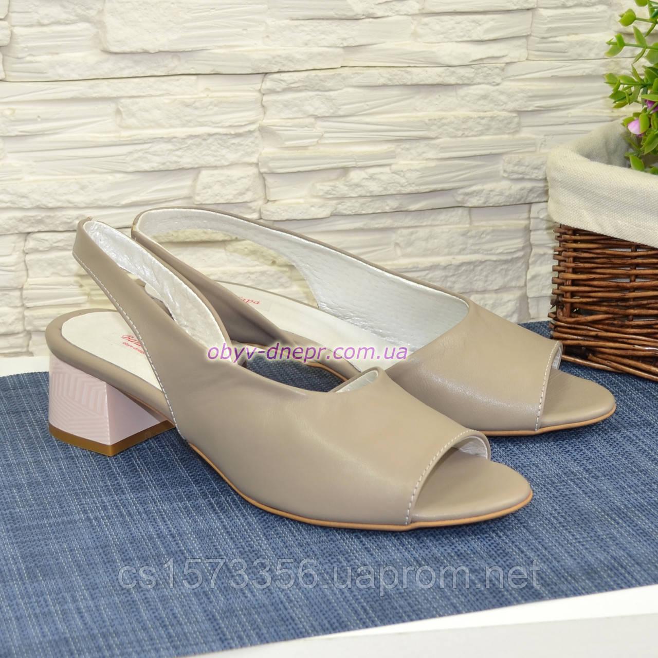Женские босоножки на невысоком каблуке, цвет визон