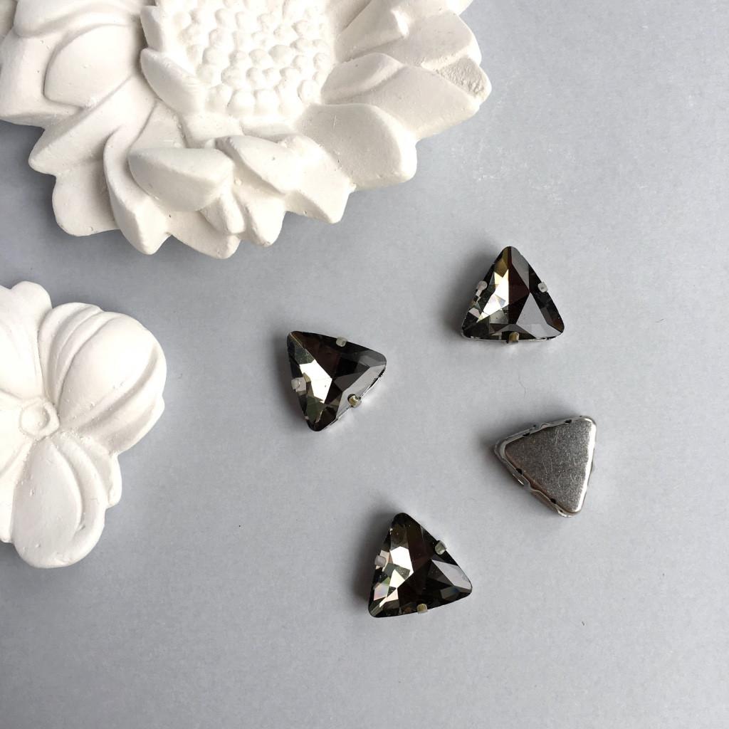 Кристаллы в оправах. Треугольник. 18 мм. Цвет: Gray(Серый)